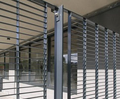 Lateral aesthetic with horizontal flat bars every 22mm