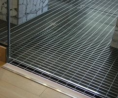 Stainless steel grating with a 33x66mm aperture