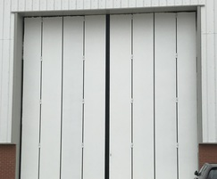 Thermafold 2000 top-hung insulated folding doors