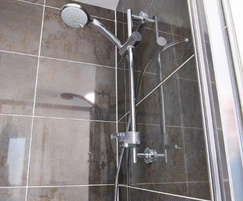 Ceratherm 200 shower in ensuite bathroom