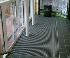 Street King heavy-duty contract entrance matting