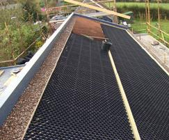 Grass roofing system