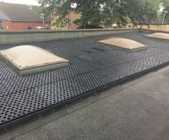 Grassroof plastic underlay for flat roof