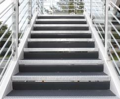 Type O5-M treads: 1200x300mm incl cranked riser