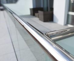 B40 structural glass and stainless steel handrail