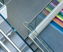 Seamless appearance of glass balustrade
