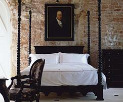 Venetian four-poster bed
