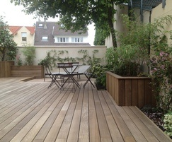 Grad 'hidden fix' decking system