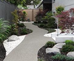 EverEdge® Classic - neatens a pathway edge