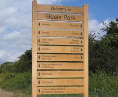 Multiple slat ladder sign for Beale Park zoo