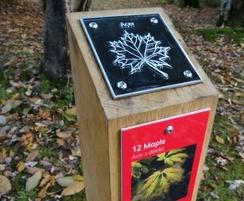 waymarking post with etched plaque tilgate park1