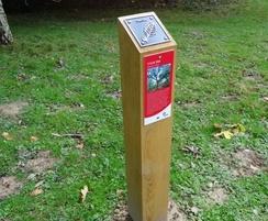 waymarking post tilgate park