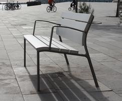 The award winning NeoRomántico Liviano bench