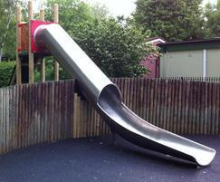 Freestanding tunnel slide