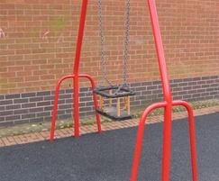 Single seat toddler swing