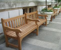 Westminster wooden seat with one central armrest