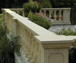 Flat, central run-in balustrade