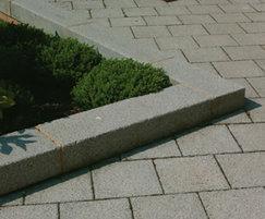 Conservation concrete kerb
