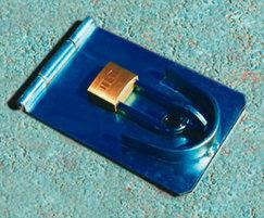 Heavyweight removable bollard lock